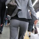 パンツスーツのピタパン