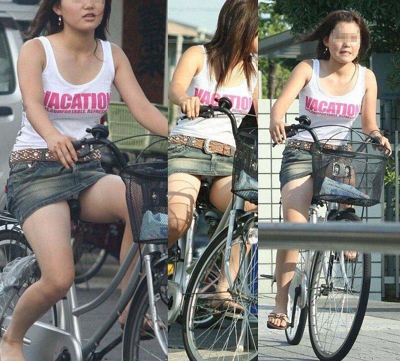 ギャルの自転車パンチラ