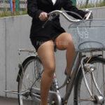 OLの自転車パンチラ
