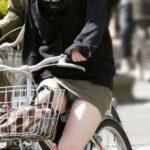 ミニスカ自転車パンチラ