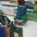 店員腰からハミパン