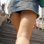 デニムミニ階段ローアングルパンチラ