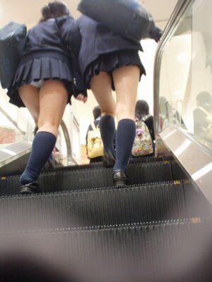 女子高生階段パンチラ