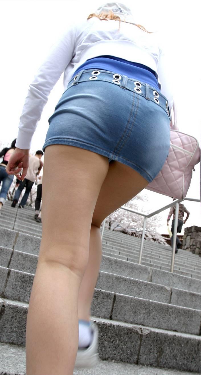 階段ローアングルパンチラ
