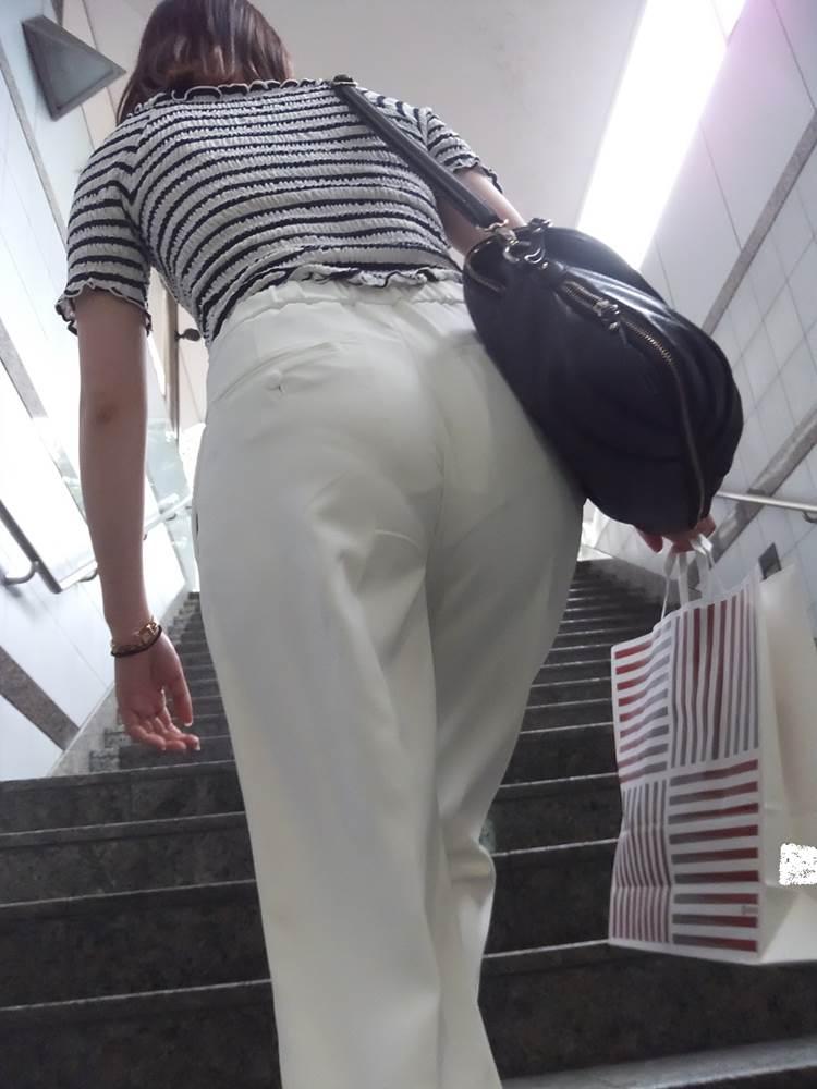 階段透けパン